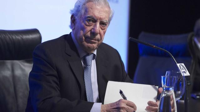 Mario Vargas Llosa diz que Brasil dá exemplo  em combate à corrupção