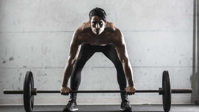 É possível emagrecer com treino de força