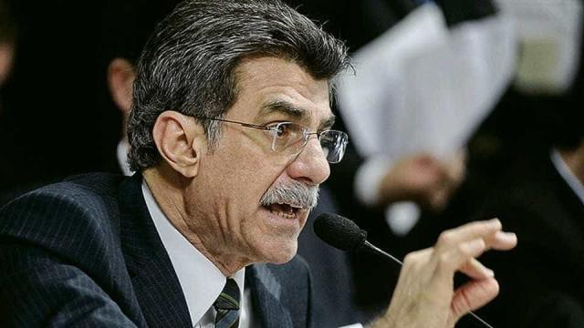 Romero Jucá defende corte de  1 ponto na taxa de juros