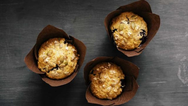 Muffins de limão e coco. A receita que vai animar a sua terça-feira