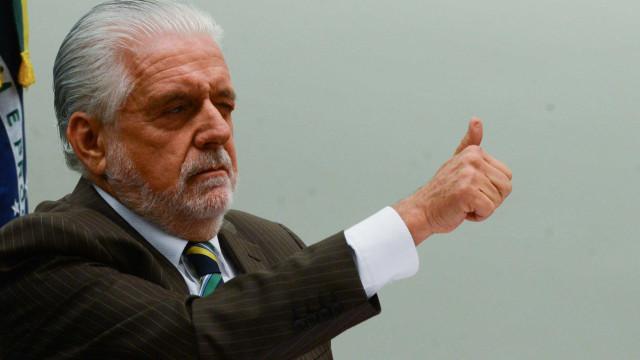 Ex-ministros da defesa rechaçam pedidos de golpe militar