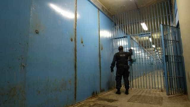 Ex-PMs presos estariam articulando execução de promotor