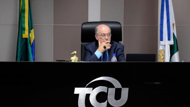 Após se declararem impedidos, ministros do TCU salvam políticos