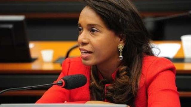 Damares demite Tia Eron da Secretaria de Políticas para as Mulheres
