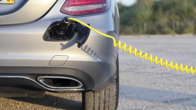 Alemanha quer carregadores elétricos em todos os postos de combustível