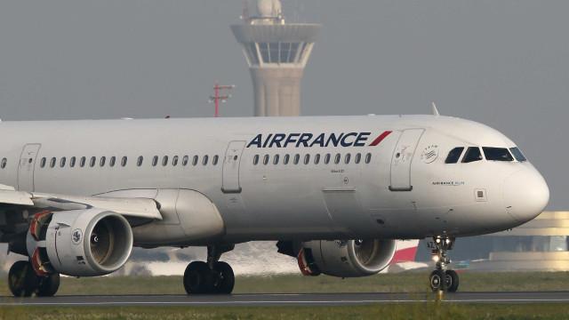 Dez anos após acidente da Air France, famílias ainda cobram respostas