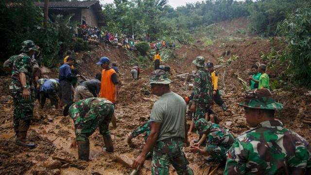 Indonésia eleva para 43 número de mortos em inundações na capital