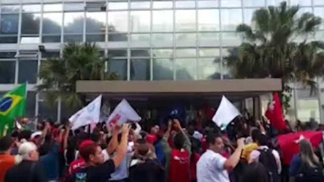 Protesto de professores termina  em confusão e feridos no Rio