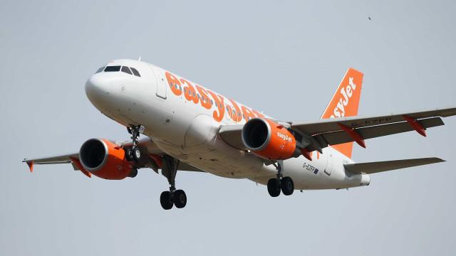 Passageiro bêbado obrigou avião a aterrar de emergência em Edimburgo