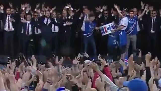 Torcida da Islândia emociona novamente ao receber jogadores
