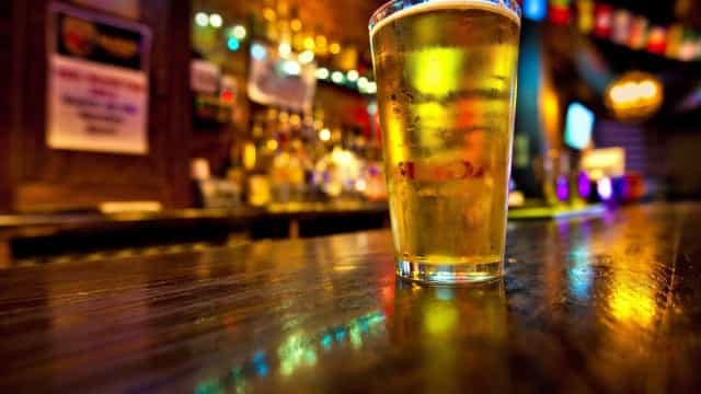 Álcool é responsável por mais de 700 mil  novos casos de câncer por ano