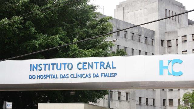 Hospital das Clínicas começa a vacinar profissionais contra covid-19
