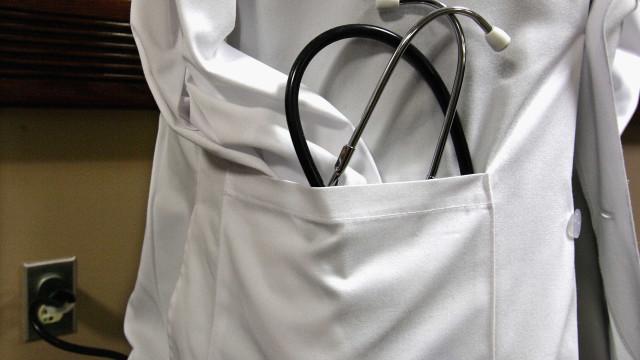 Hospitais condenados a indenizar pacientes tratados por falsos médicos