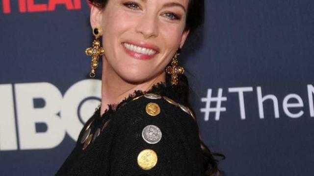 Liv Tyler diz estar recuperada da Covid e como sofreu ao se isolar dos filhos