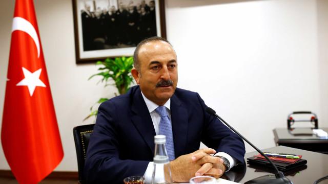 """Turquia justifica compra de mísseis russos por motivos de """"urgência"""""""