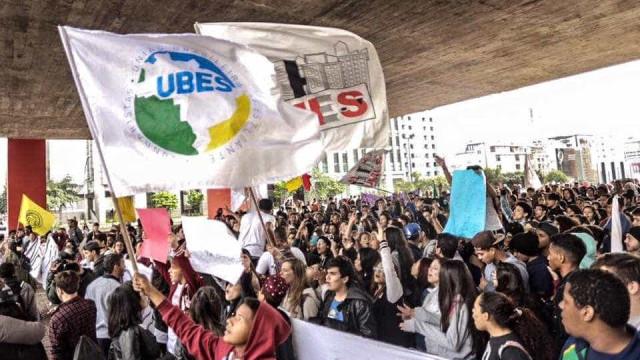 Manifestação em São Paulo evita partidos e 'Lula Livre'