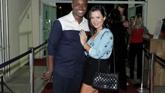 Reservado, Thiaguinho fala sobre música para Fernanda Souza