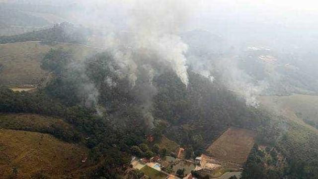 Bolsonaro volta a culpar ONGs por queimadas na Amazônia