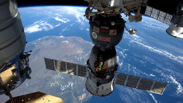 Astronauta da EEI cresce 9 cm em 3 semanas e teme não caber na nave