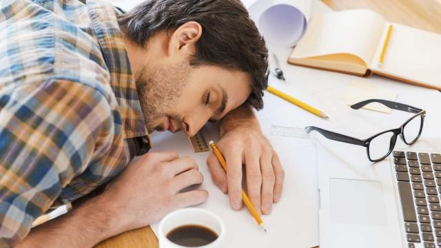 Dormir pouco engorda, diz estudo