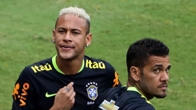 Neymar perde braçadeira e Daniel Alves será o capitão na Copa América