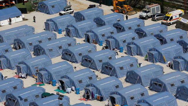 Por tremor, cerca de 4,5 mil  pessoas ainda estão em tendas