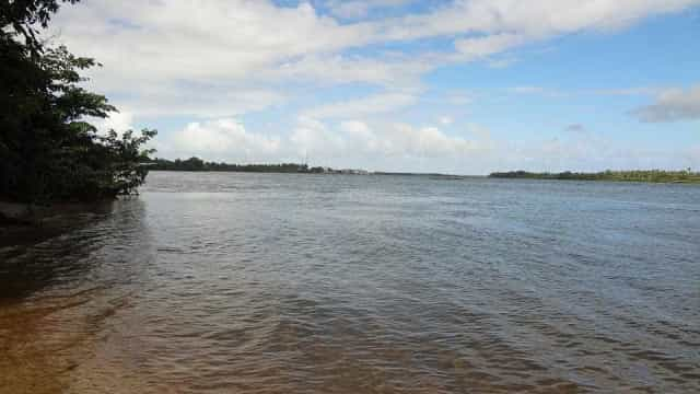 Barco vira no Rio São Francisco e deixa morto e desaparecidos na Bahia
