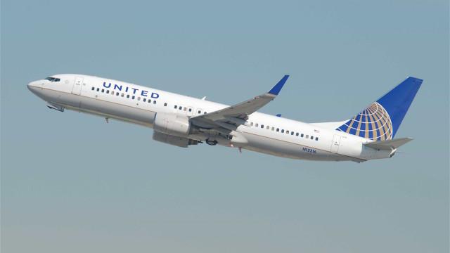 Voo da United Airlines declara emergência ao sobrevoar Escócia