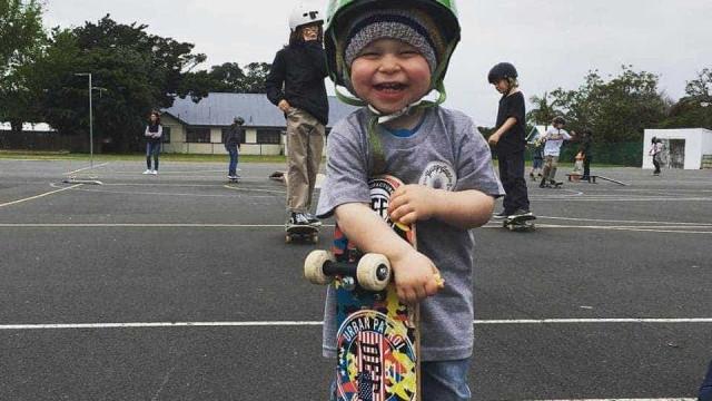 Bebê skatista se destaca por habilidades impressionantes; confira!