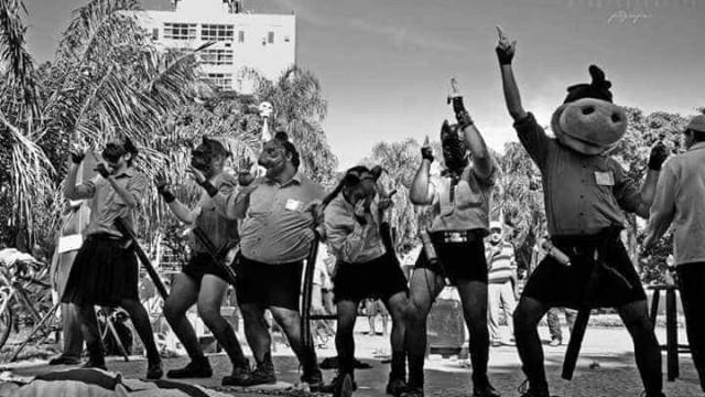 PM interrompe peça de teatro e prende ator em Santos; vídeo
