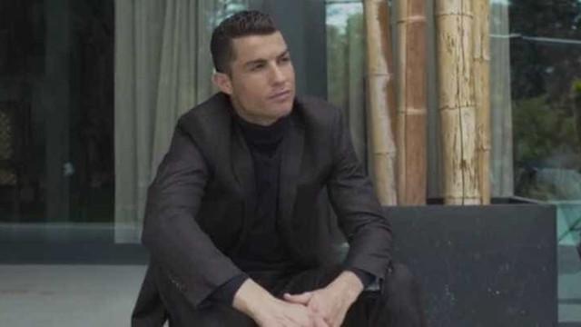 Cristiano Ronaldo divulga nova coleção de sapatos; confira!