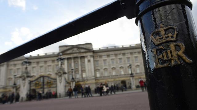 Vaga para faxineiro no palácio de Buckingham paga até R$ 169 mil ao ano