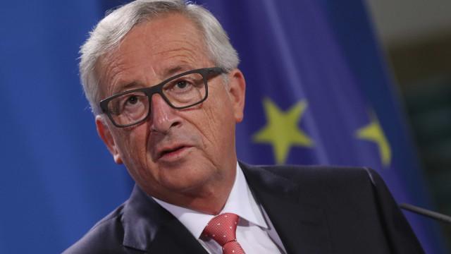 """Brexit: Juncker admite que risco de 'no deal' é """"muito real"""""""