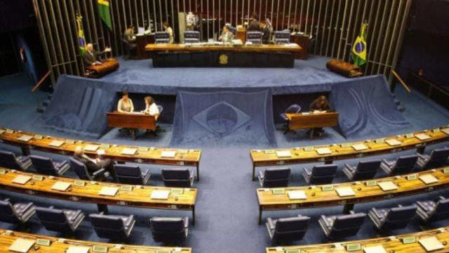Senado vota PEC do teto em primeiro turno