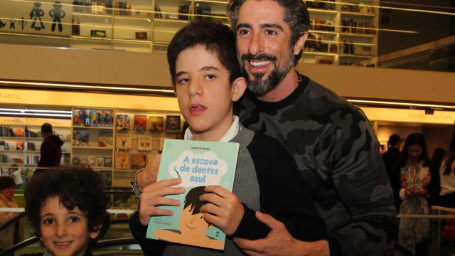 Marcos Mion se emociona ao fazer a barba do filho com autismo