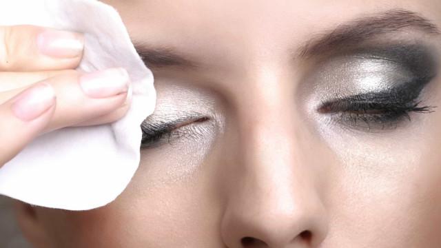 Saiba como cuidar da sua pele antes e depois de usar maquiagem