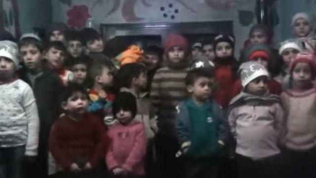 Órfãos sírios fazem apelo de cortar o coração em vídeo; assista!