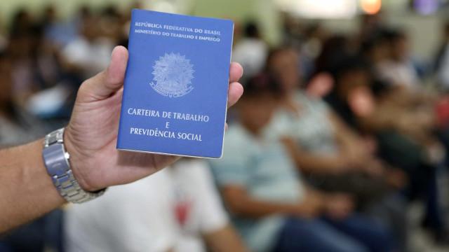 Quase 3 milhões procuram emprego  há mais de dois anos, diz IBGE