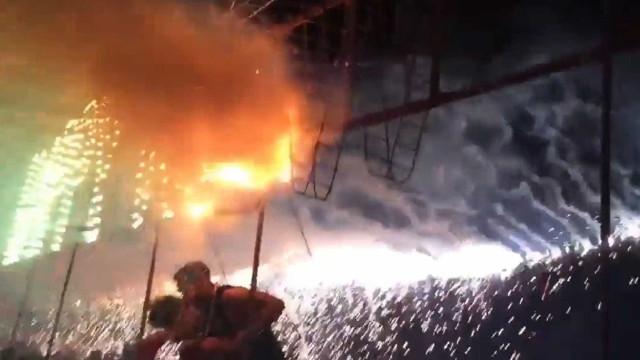 Turistas se queimam em show pirotécnico na Tailândia