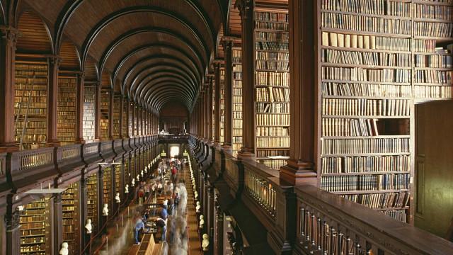 Pela 1ª vez, casal se casa em biblioteca da Itália