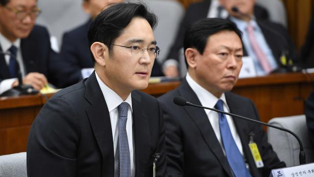 Justiça sul-coreana pede mandado de prisão para herdeiro da Samsung