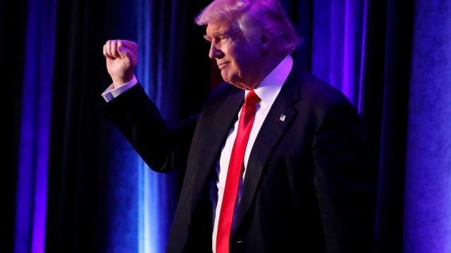 Pelo Twitter, Trump parabeniza Bolsonaro: 'EUA estão com você'