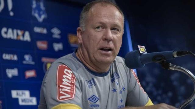 Após derrota para o Inter, Mano Menezes deixa o comando do Cruzeiro