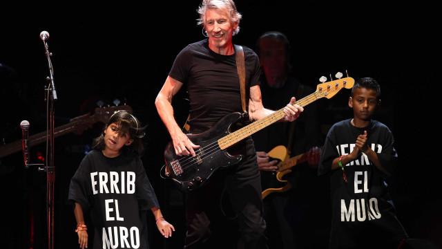 Roger Waters faz show 'da paz' na Bahia, homenageia capoeirista e chora
