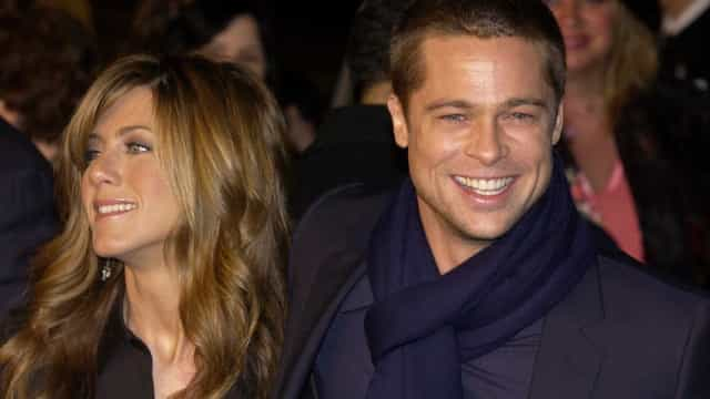 Brad Pitt surpreende ao ir à festa de 50 anos da ex Jennifer Aniston