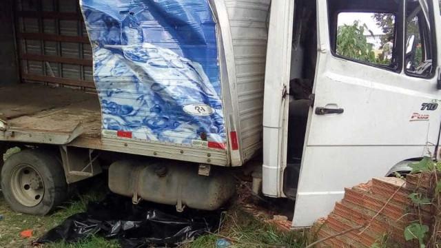 Acidente entre caminhão e ônibus deixa 22 mortos no interior paulista