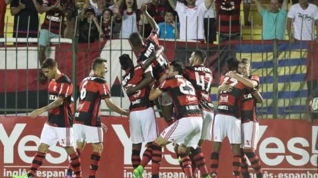 Damião faz três e expressinho do Fla goleia na estreia da Taça Rio