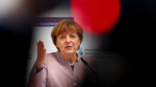 Merkel adia visita a Trump por nevasca