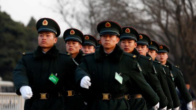 China reduzirá efetivos do  exército em 200 mil oficiais