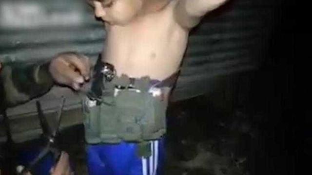 Soldado desativa cinto de explosivos usado por criança de 6 anos; veja!